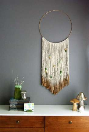 DECORATIVE WALL HANGINGS 19