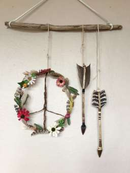 DECORATIVE WALL HANGINGS 78