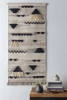 DECORATIVE WALL HANGINGS 89