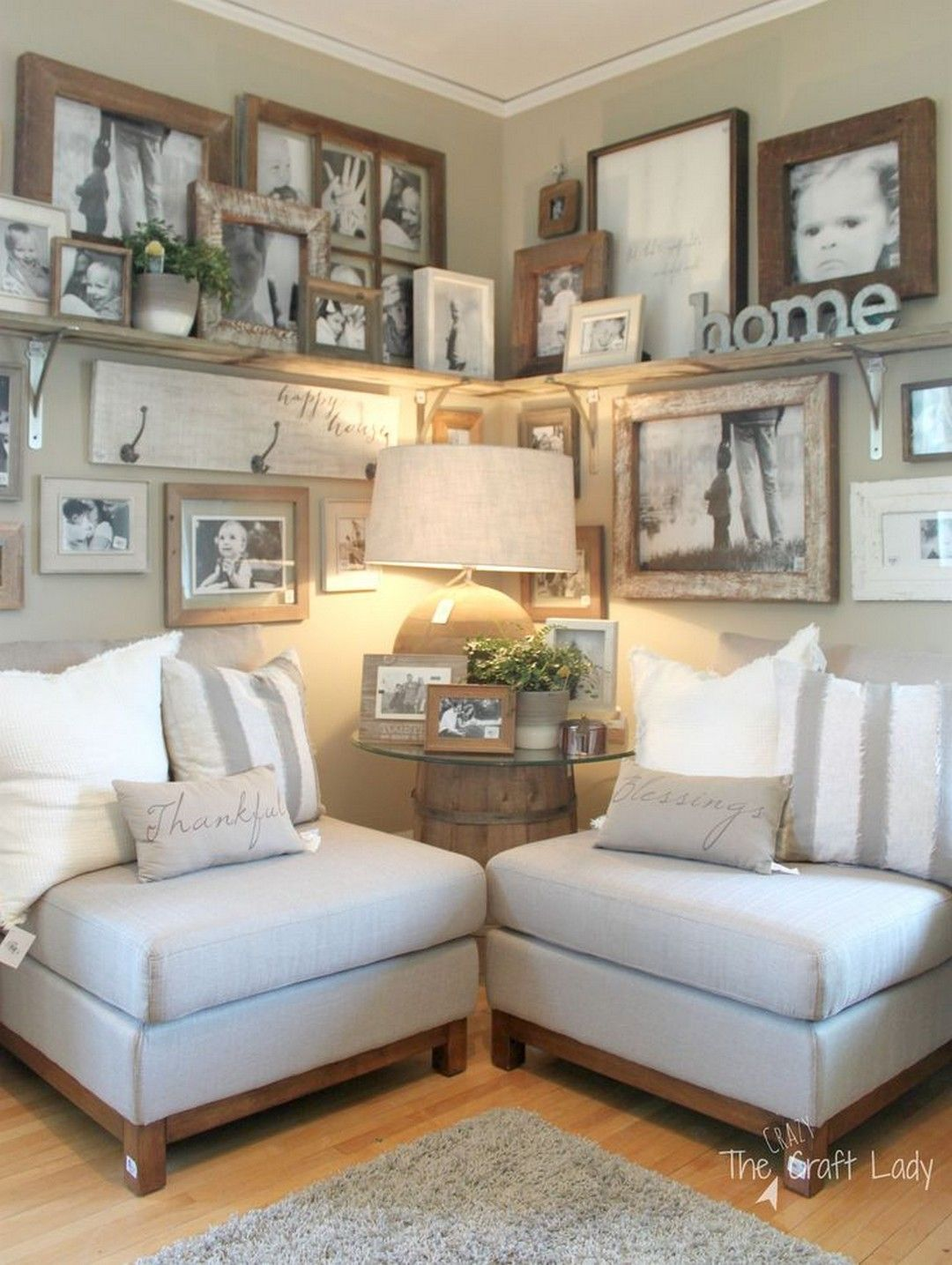 Farmhouse Gallery Wall Ideas 22