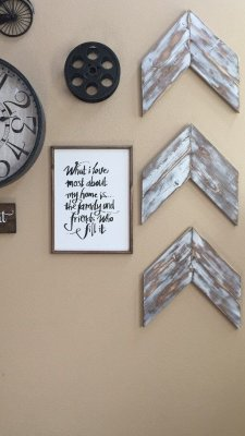 Farmhouse Gallery Wall Ideas 37