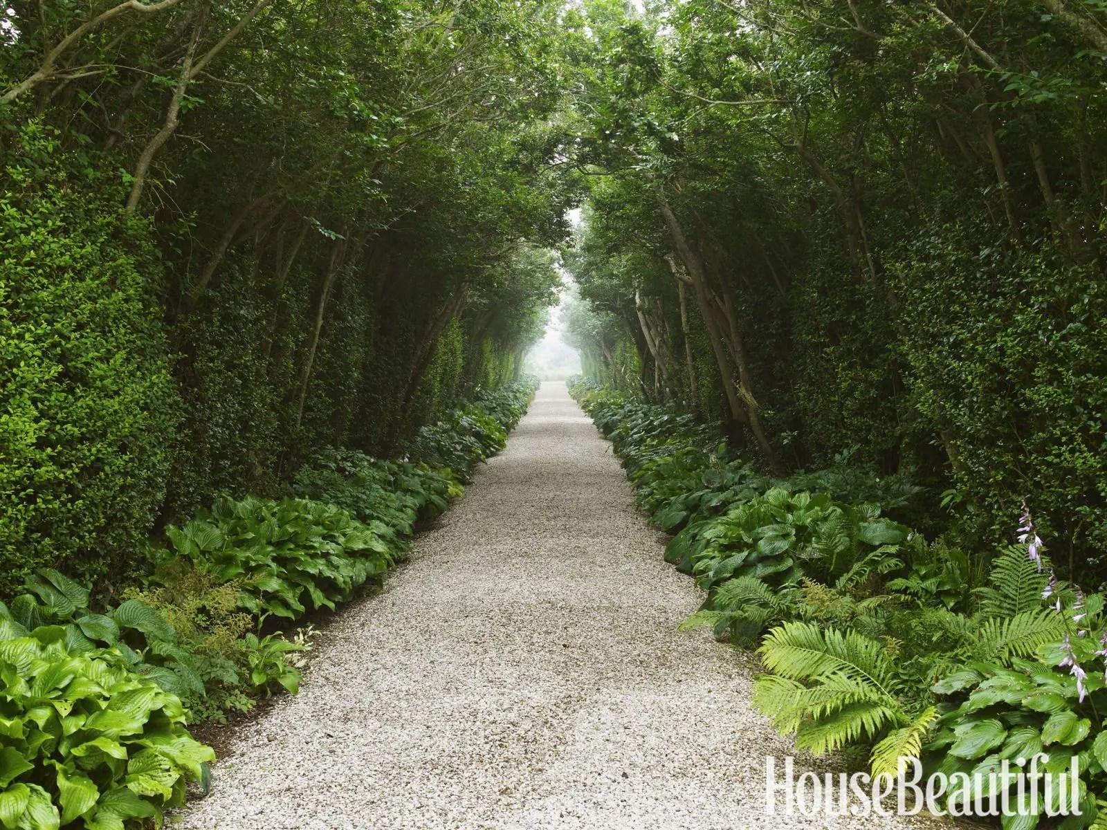 Outdoor Walkway 114