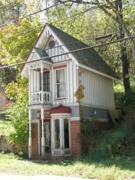Tiny House Mansion 128