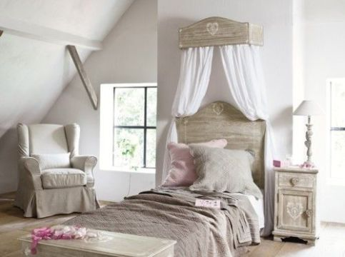 White And Pastel Bedroom 12