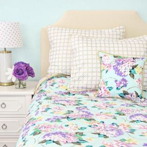 White And Pastel Bedroom 21