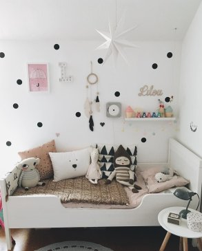 White And Pastel Bedroom 92
