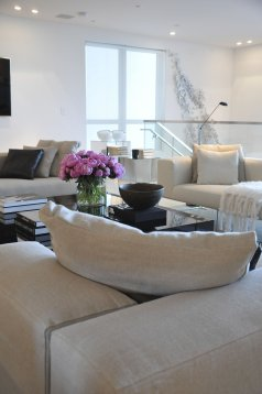 Elegant Contemporary Living Room 67