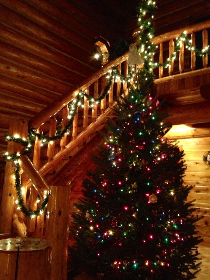 25 best christmas lake house decorating ideas decoratoo - Pictures of homes decorated for christmas on the inside ...
