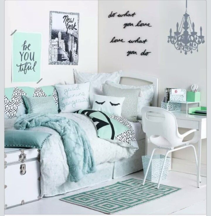 Mint Room 16