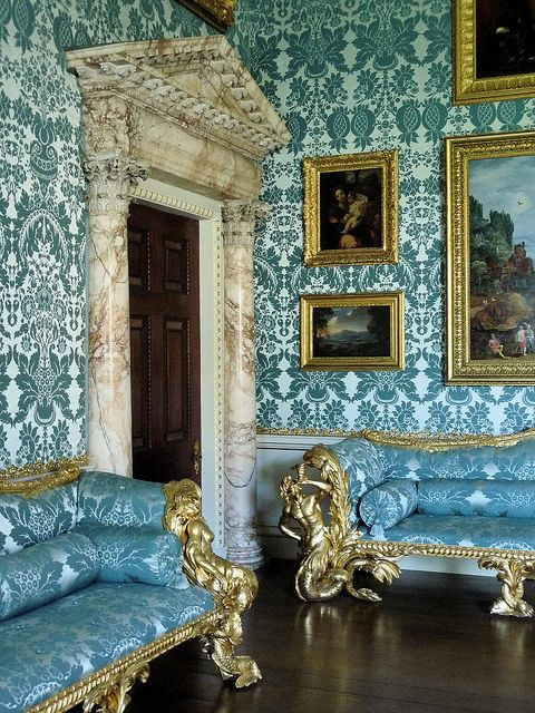 Renaissance Living Room 31