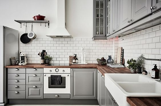 14 Stylish Black and White Subway Tiles Kitchen Design With ...
