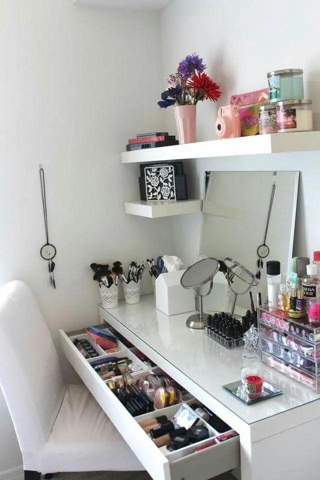 Makeup Stands 28