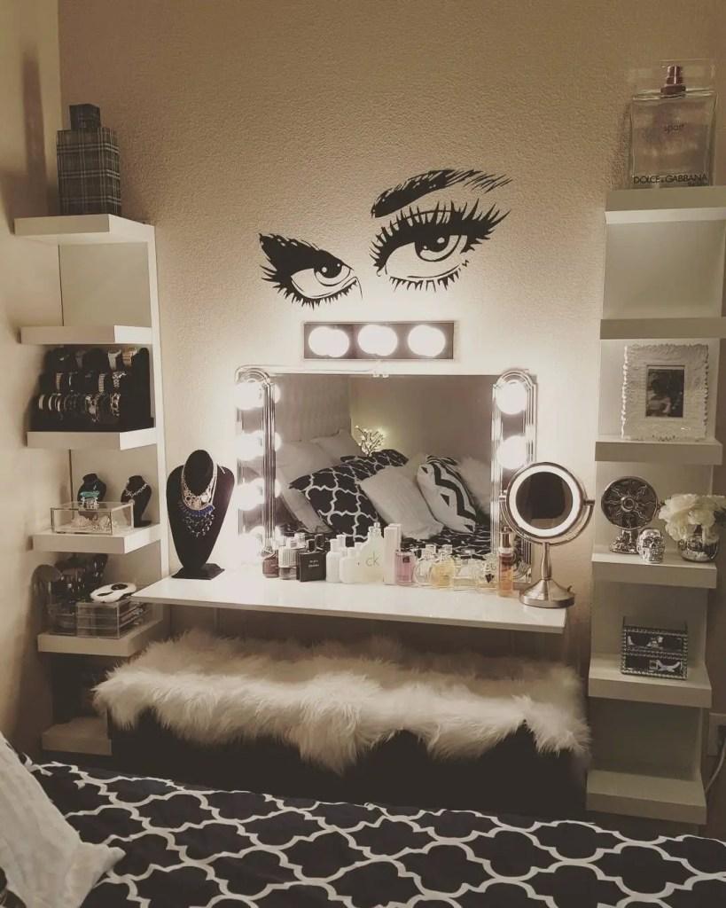 Makeup Stands 30