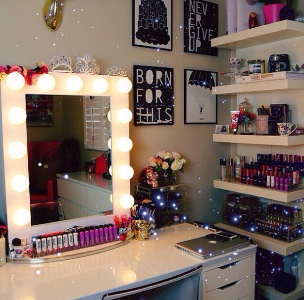 Makeup Stands 31