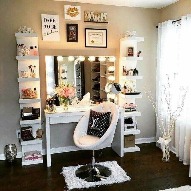 Makeup Stands 36