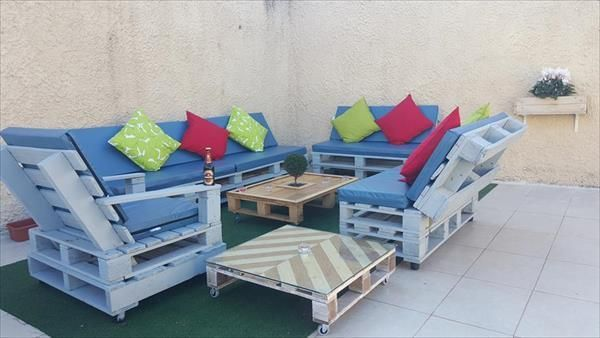 Wooden Pallets Sofa 11