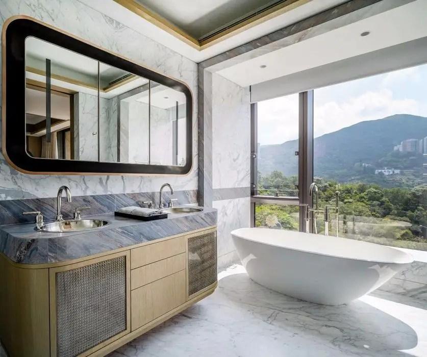 bathroom in hong kong mansion