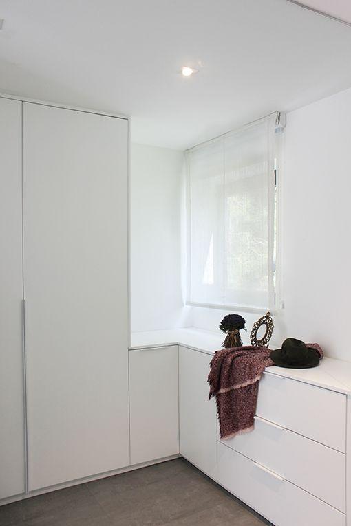 Dormitorio con cuarto de bao y vestidor integrados