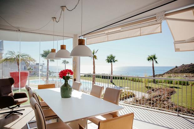 Cerramiento para terrazas con cortinas de cristal