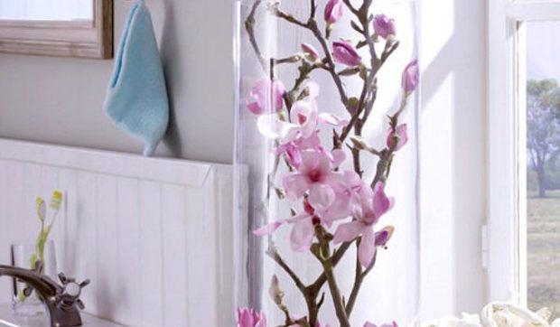 Jarrones de cristal con flores sumergidas