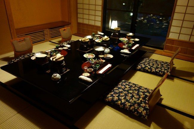 black dining table and chairs cheap chair covers in durban transform the way you dine using japanese-style - decor around world