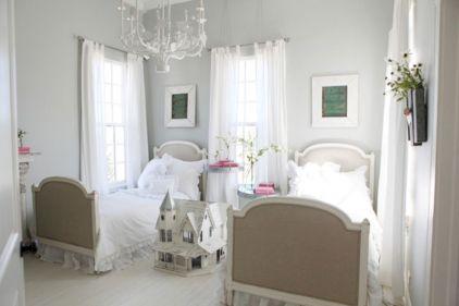 35 Stunning Magnolia Homes Bedroom Design Ideas For Comfortable Sleep 006