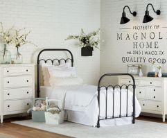 35 Stunning Magnolia Homes Bedroom Design Ideas For Comfortable Sleep 012