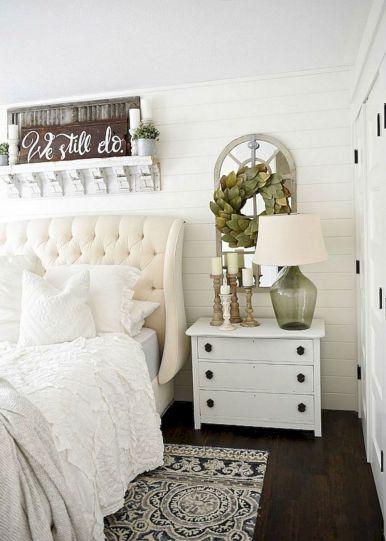 35 Stunning Magnolia Homes Bedroom Design Ideas For Comfortable Sleep 014