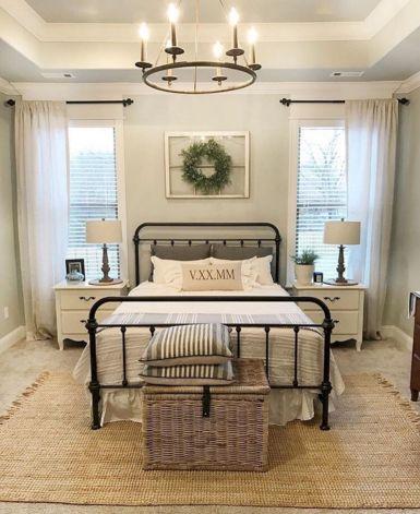 35 Stunning Magnolia Homes Bedroom Design Ideas For Comfortable Sleep 025