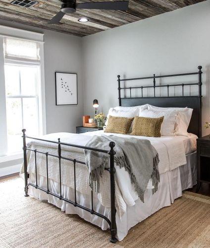 35 Stunning Magnolia Homes Bedroom Design Ideas For Comfortable Sleep 044