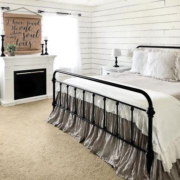 35 Stunning Magnolia Homes Bedroom Design Ideas For Comfortable Sleep 045