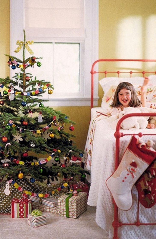 35+ Beautiful Christmas Bedroom Decorations Ideas – DECOREDO