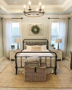 Rustic Farmhouse Style Master Bedroom Ideas 25