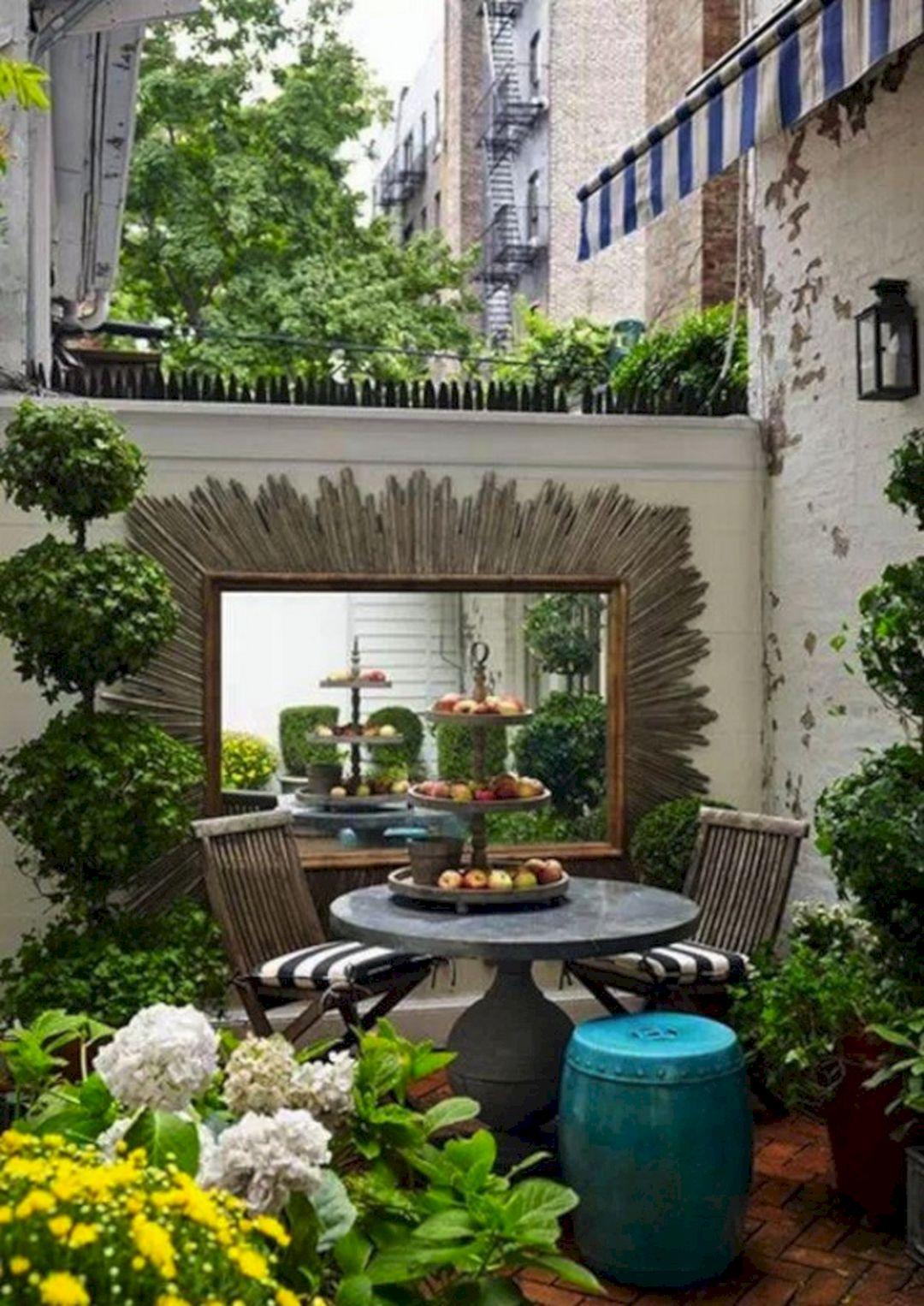 Urban Backyard Design Ideas 14