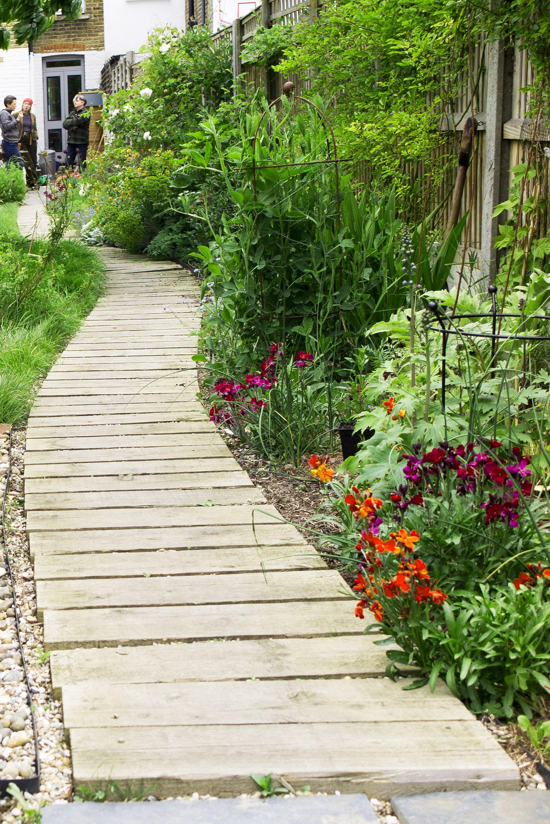 Best DIY Garden Path Ideas