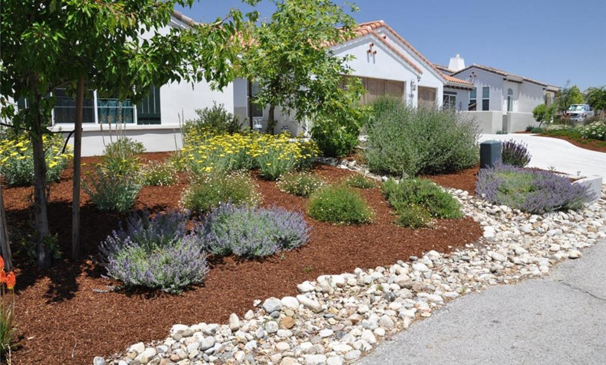 Front Yard Landscaping With Rocks 13