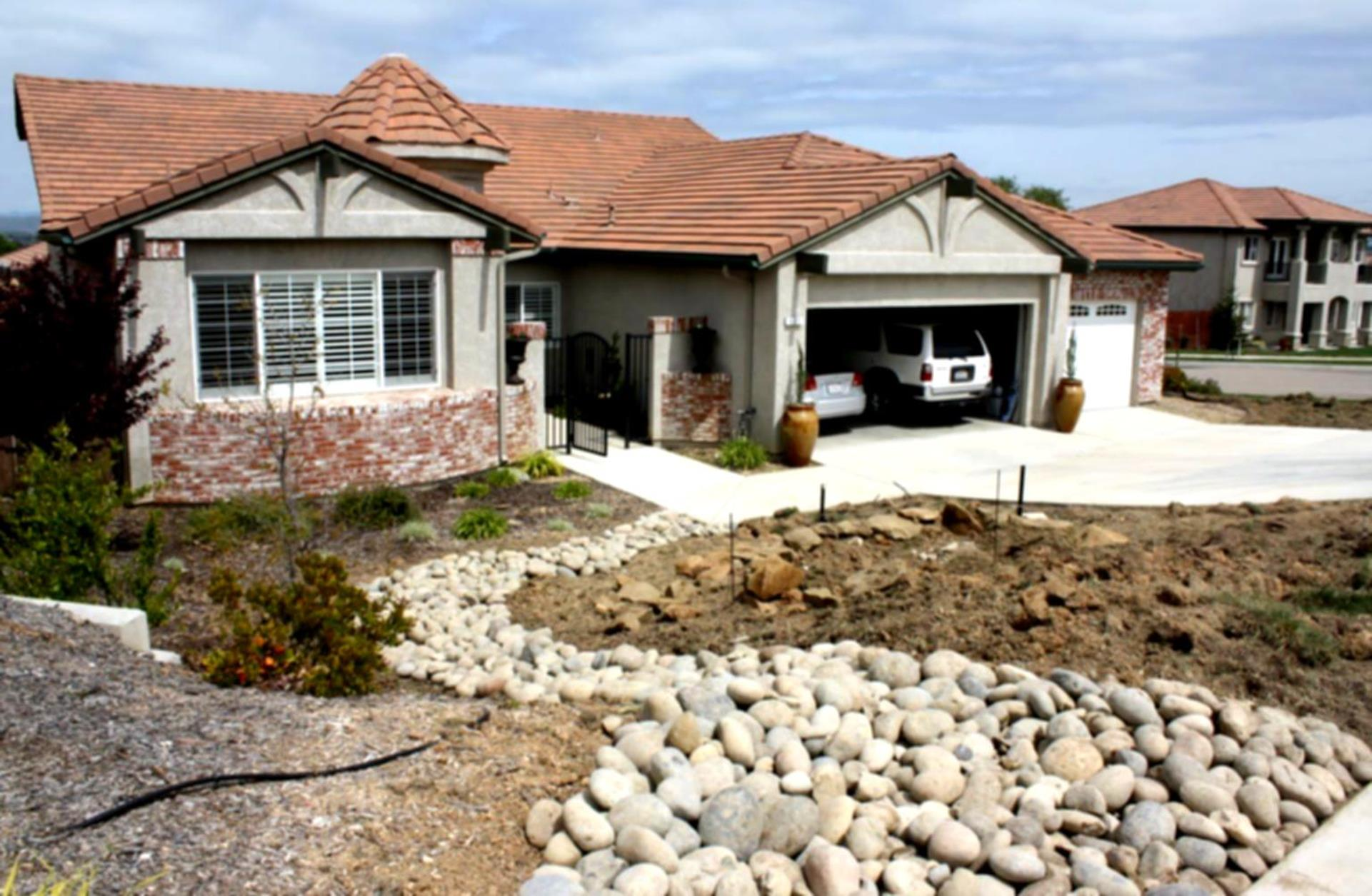 Front Yard Landscaping With Rocks 29
