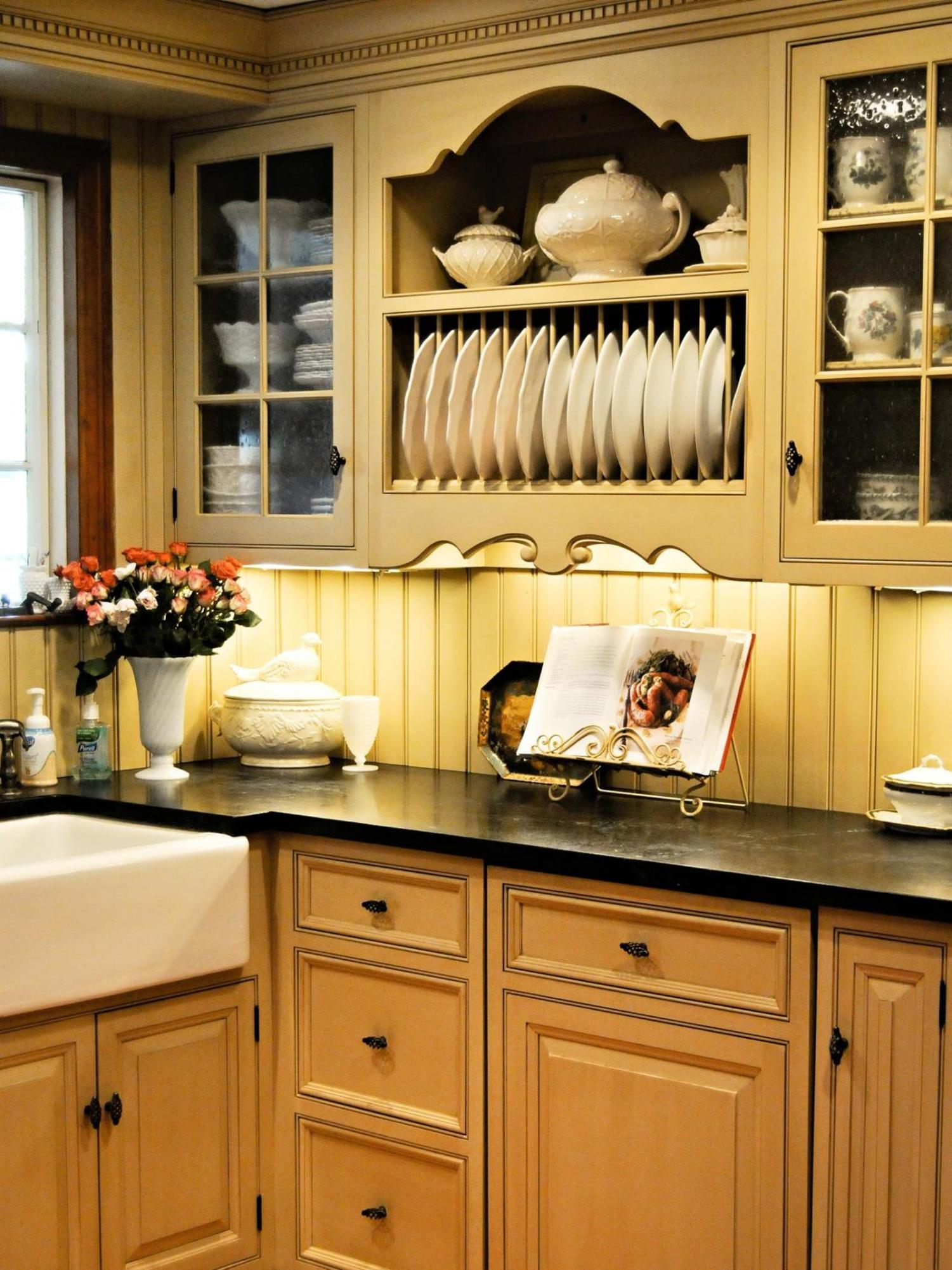 Country Style Kitchen Cabinets Design Ideas 37