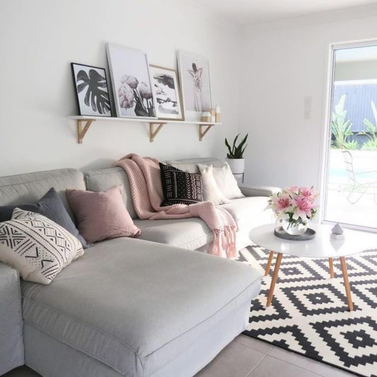Shabby Chic Living Room Decorating on A Budget 23