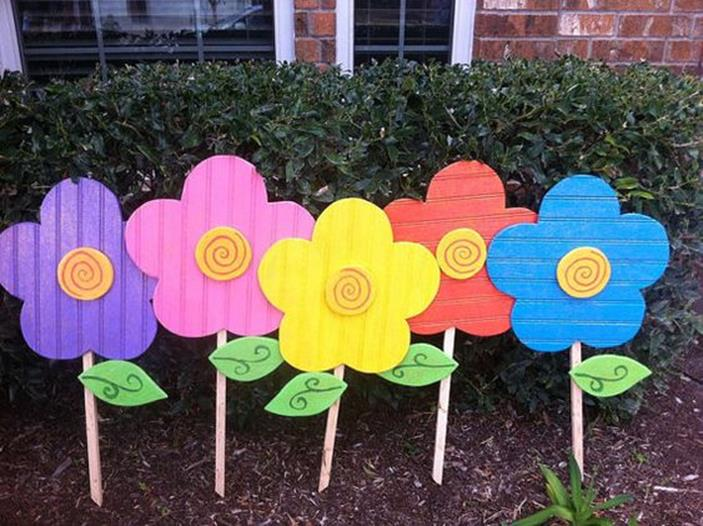Cute Wooden Easter Decorations for the Outside 5