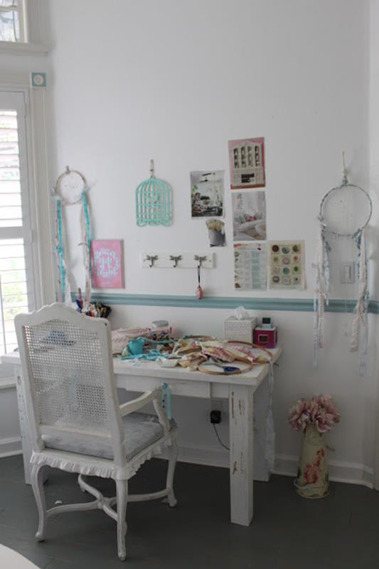 Inexpensive Shabby Chic Craft Table Ideas 22