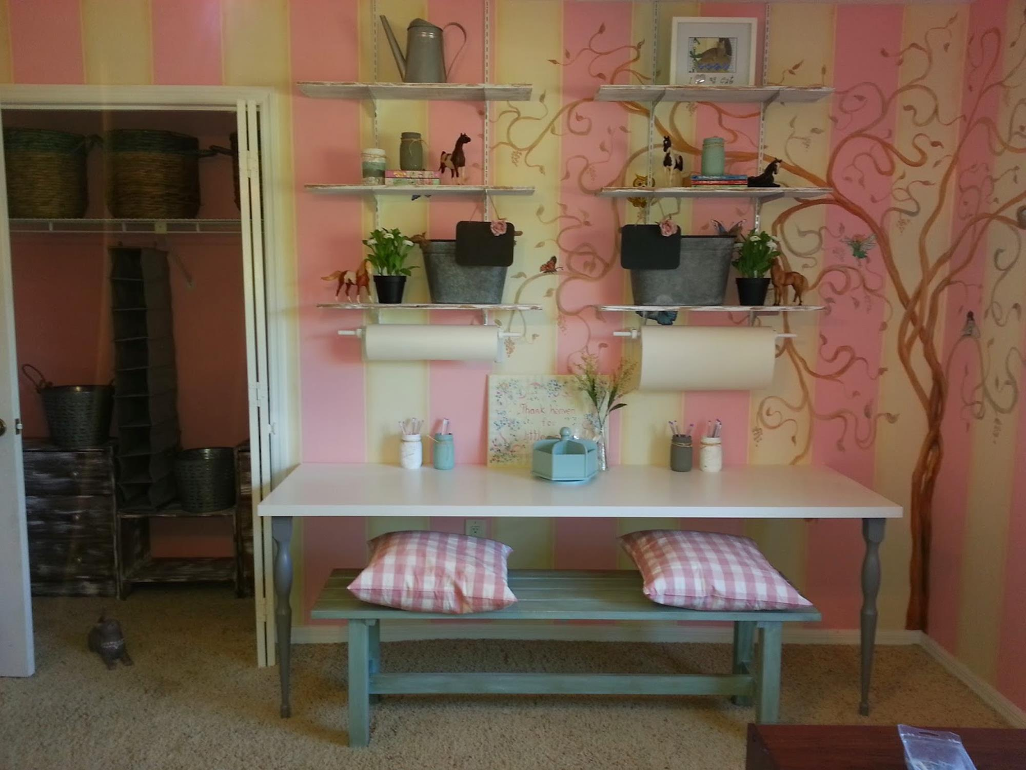 Inexpensive Shabby Chic Craft Table Ideas 38