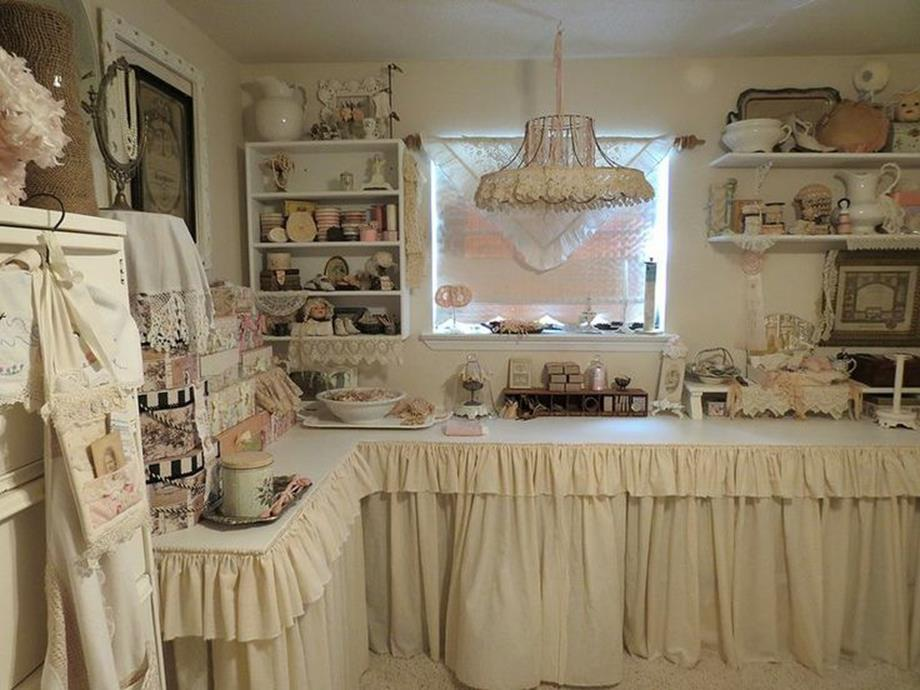 Inexpensive Shabby Chic Craft Table Ideas 45