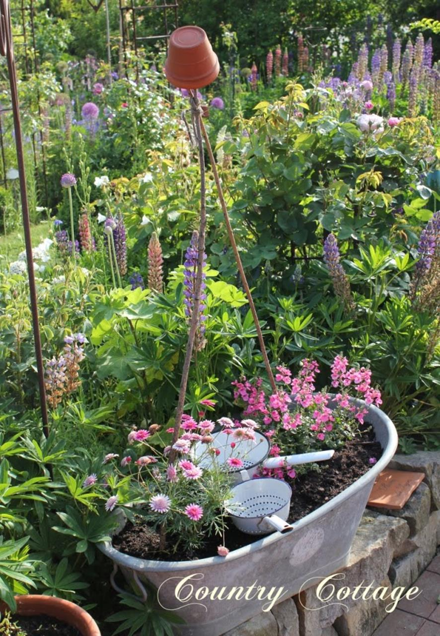 Stunning Country Cottage Gardens Ideas 16