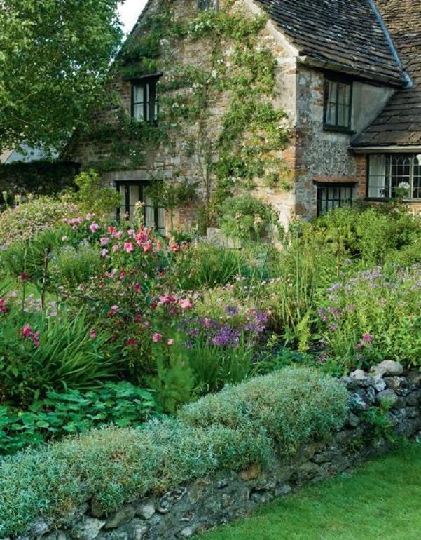 Stunning Country Cottage Gardens Ideas 2