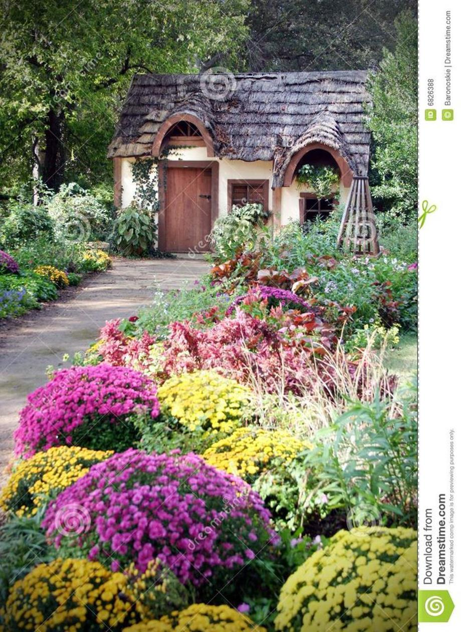 Stunning Country Cottage Gardens Ideas 20