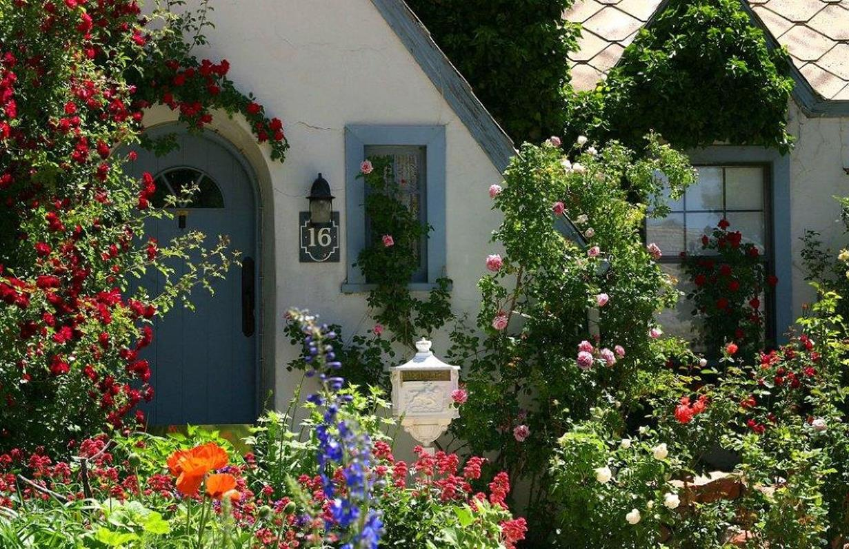 Stunning Country Cottage Gardens Ideas 24