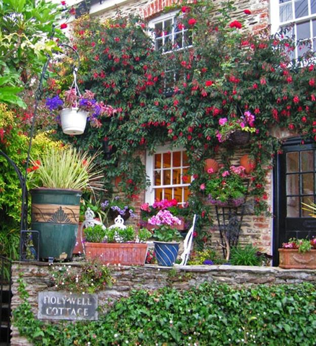 Stunning Country Cottage Gardens Ideas 27
