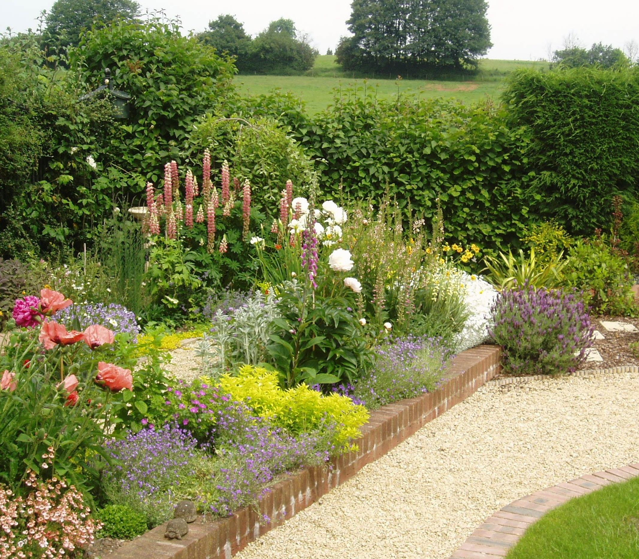Stunning Country Cottage Gardens Ideas 29