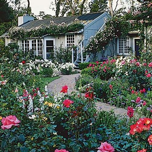 Stunning Country Cottage Gardens Ideas 32